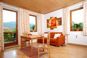 Wohnung kampenwand ferienwohnungen monika bauer for Kleine bettcouch